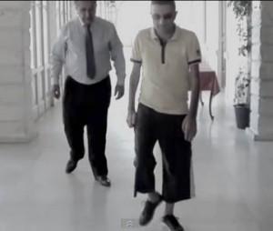Agora ele pode andar e mexer os braços